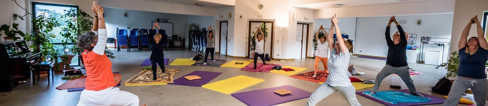 Foto di una nostra lezione di Yoga nella nostra aula magna sita all'Orsa Maggiore